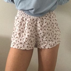 🌸Urban Outfitters floral shorts🌸 Good deal!